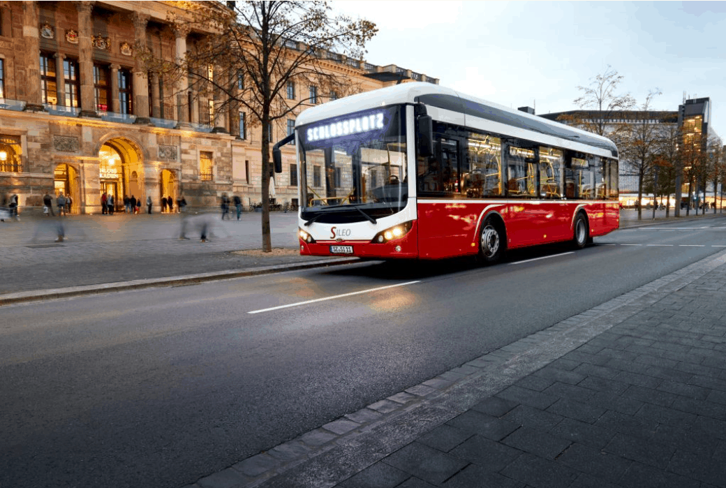 Industrial electrical connectors for E-buses