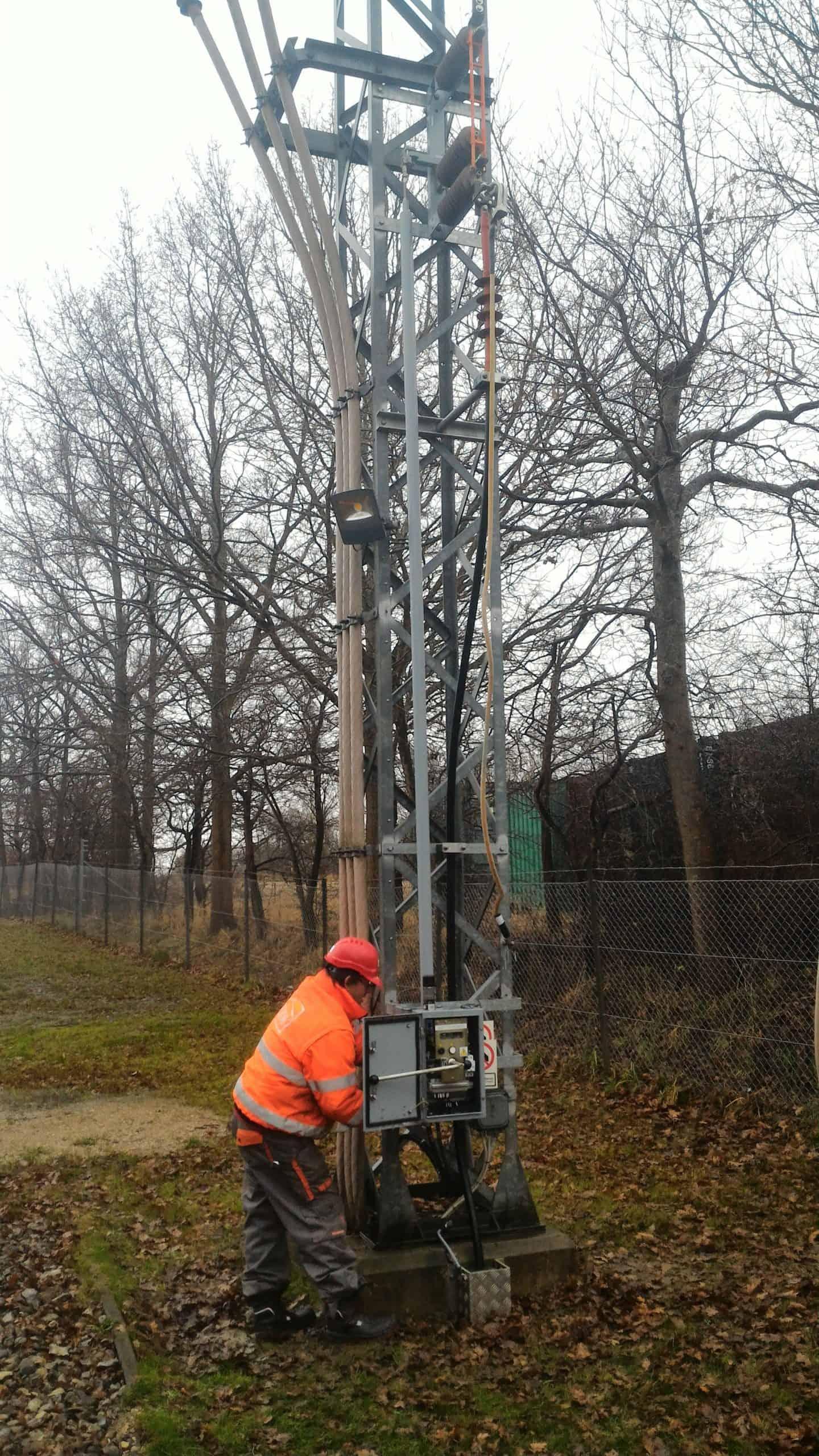 Service works medium voltage disconnectors