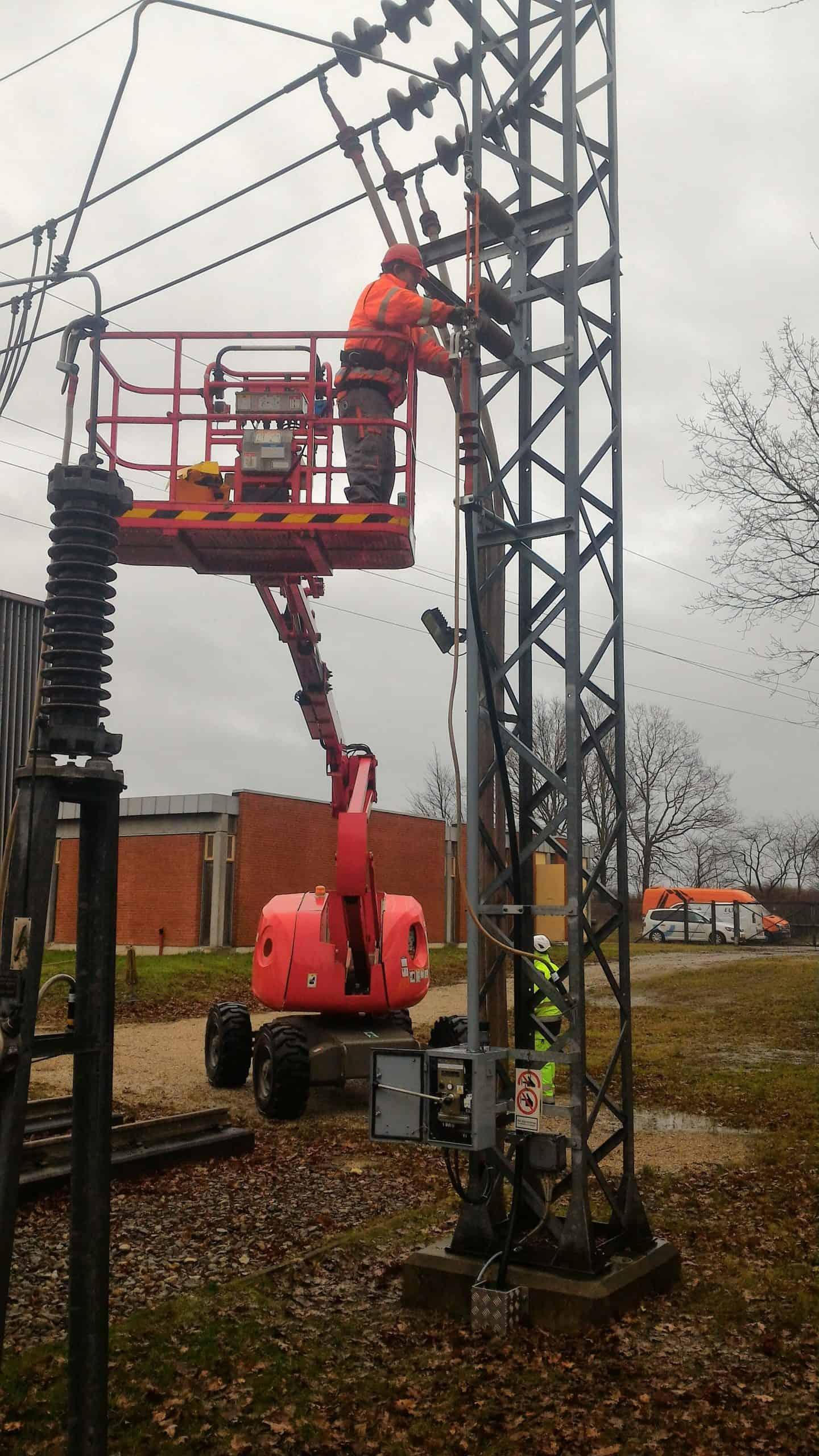 Service works medium voltage switches