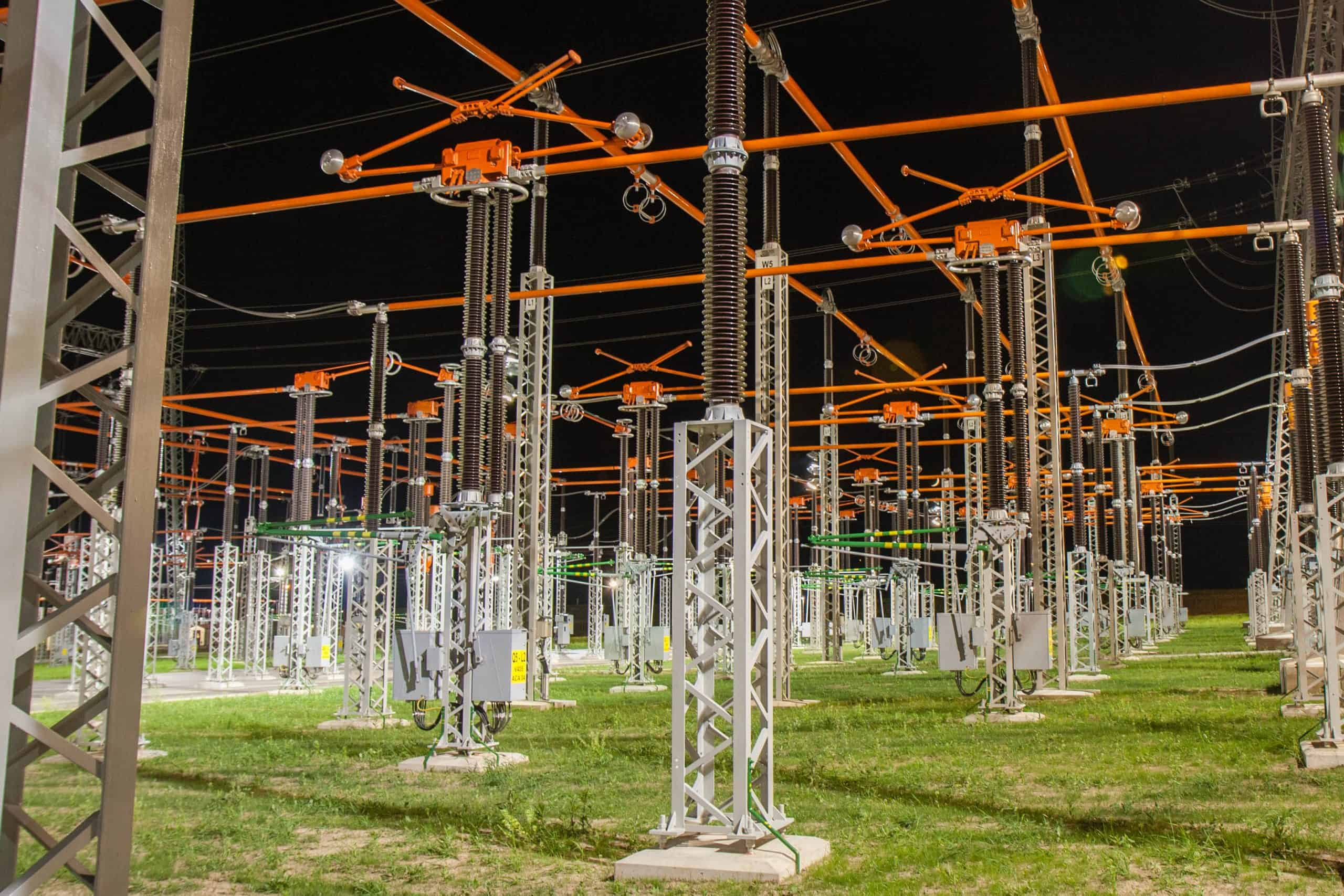 Substation with disconnectors in the dark